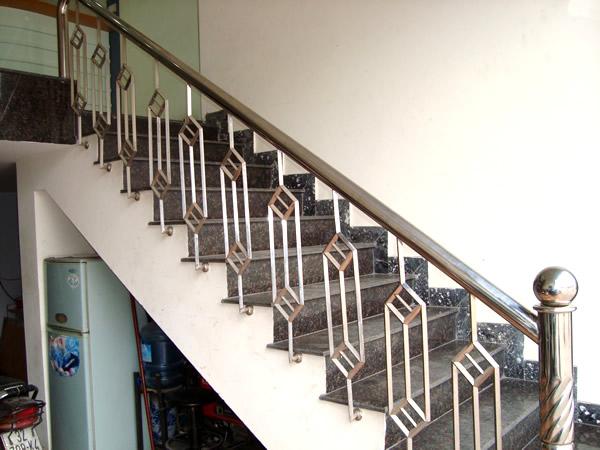 Cầu thang sắt, Inox
