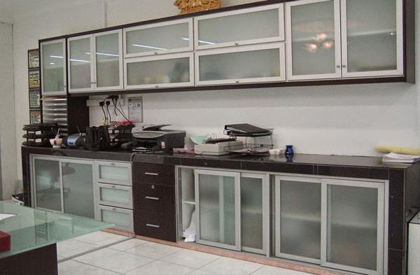 Tủ bếp nhôm kính giả gỗ
